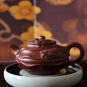 "Teapot ""The wind whirled the mallow's lake"" 风卷葵湖壶"