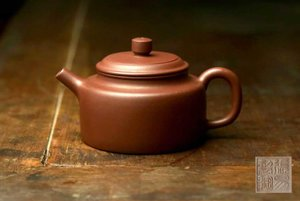 "Teapot ""Virtue Bell"" 德钟壶"
