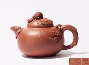 "Teapot ""Squirrel and Grape"" 松鼠葡萄壶"